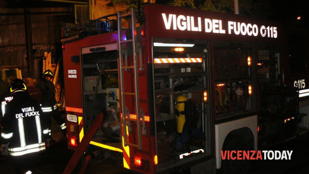 Marostica garage in fiamme distrutte due auto for Costo del garage di due auto
