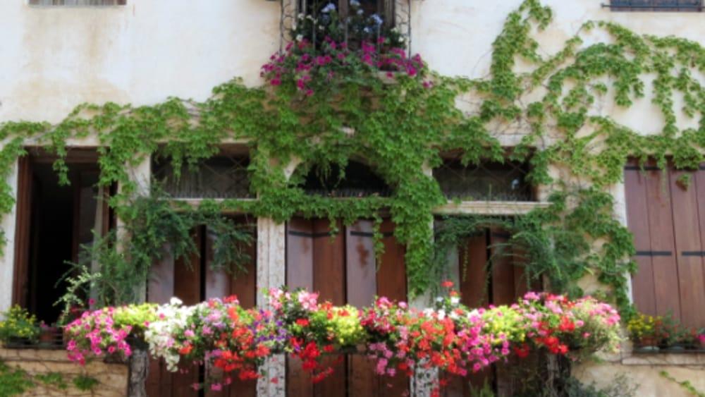Balconi Fioriti e Angoli Suggestivi\