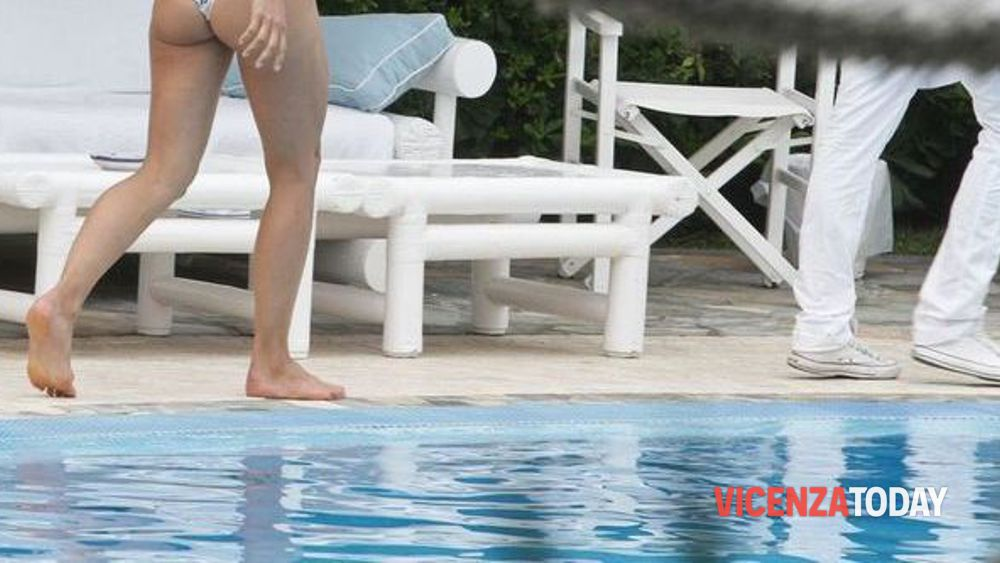 Vicenza mostra le parti intime in piscina denunciato - Piscina arzignano ...